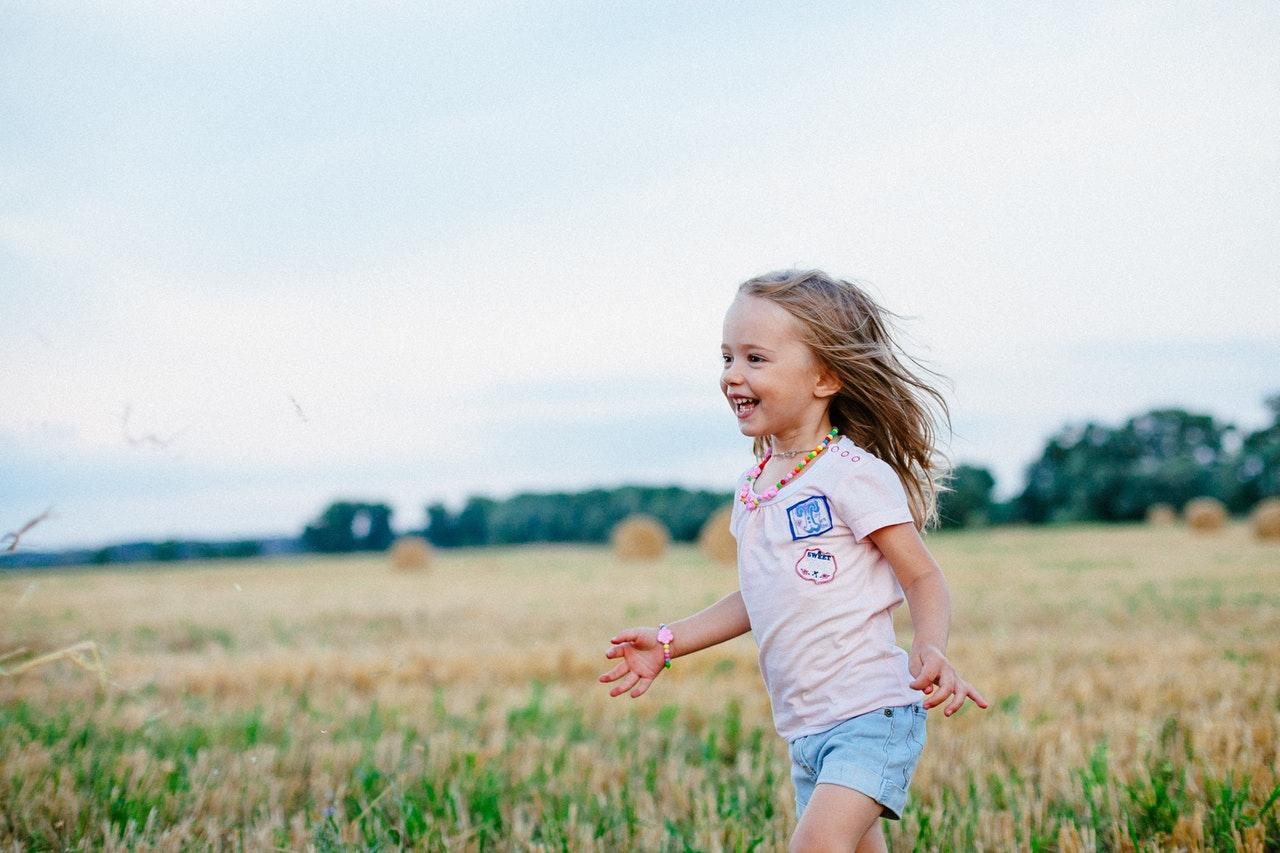 Barn älskar att leka utomhus